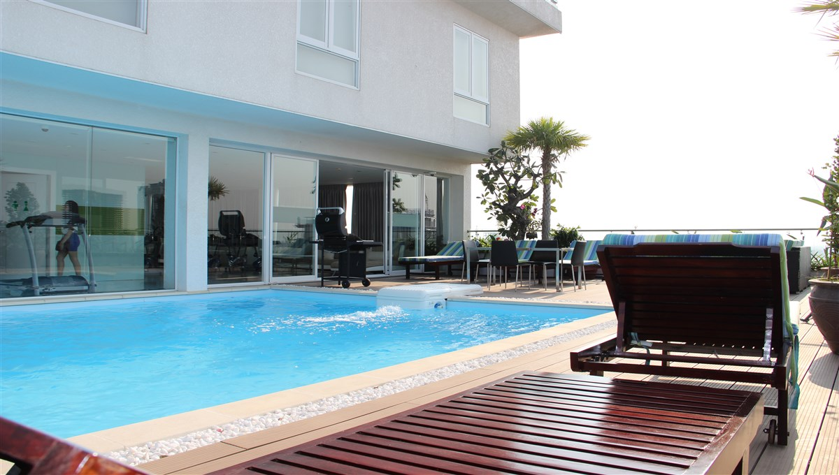 Luxury One Bedroom Apartment with Pool and Gym for Rent in BKK1