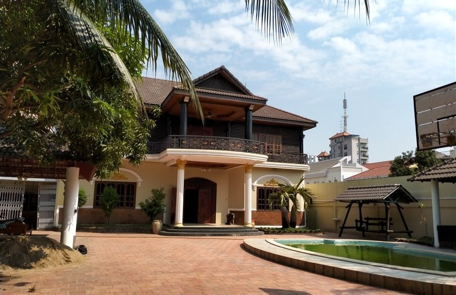 Five Bedrooms Villa in the Residential Area for rent in Toul Kork (1)