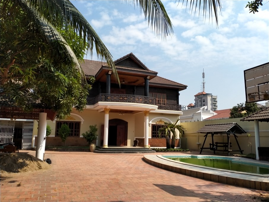 Residential Five Bedrooms Villa  for rent in Toul Kork