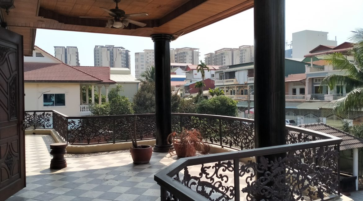 Five Bedrooms Villa in the Residential Area for rent in Toul Kork (13)
