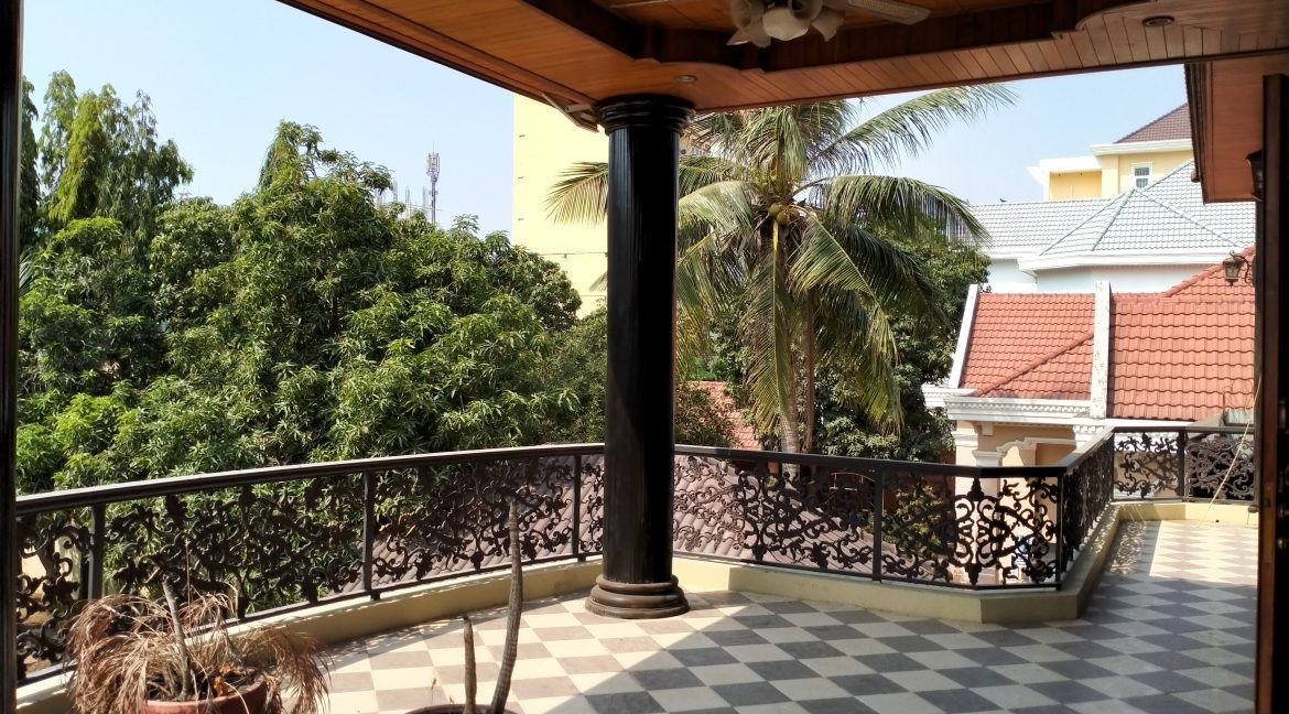 Five Bedrooms Villa in the Residential Area for rent in Toul Kork (14)