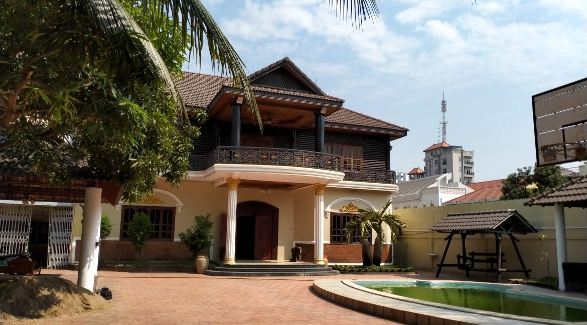 Five Bedrooms Villa in the Residential Area for rent in Toul Kork (2)