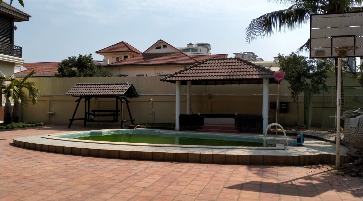 Five Bedrooms Villa in the Residential Area for rent in Toul Kork (3)