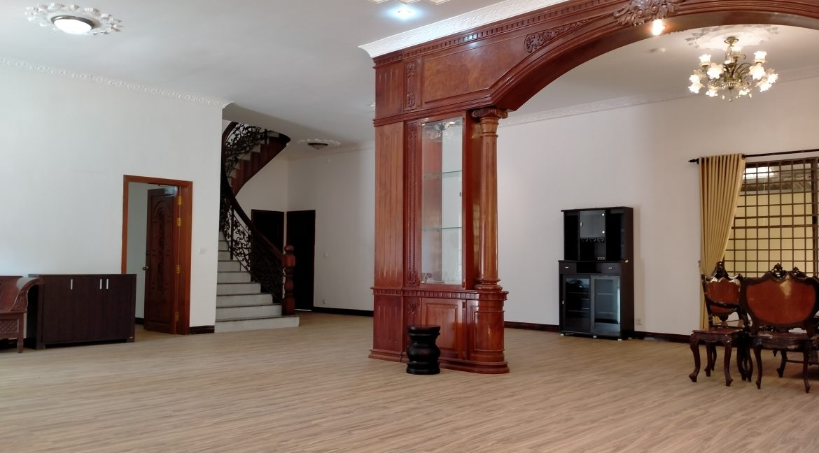 Five Bedrooms Villa in the Residential Area for rent in Toul Kork (5)