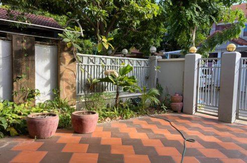 3 Bedrooms Villa for Rent in Bassac Garden, Tonle Bassac Area (1)