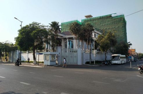Corner Commercial 7 Bedroom Villa for Rent Near Independence Monument (1)
