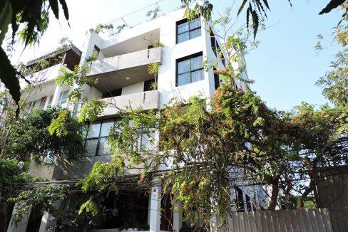 Six Bedrooms Building for Rent in Tonle Bassac Near BKK1 Market (1)