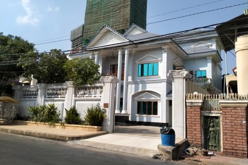 Six Bedrooms Villa in the Residential Area for rent in Toul Kork