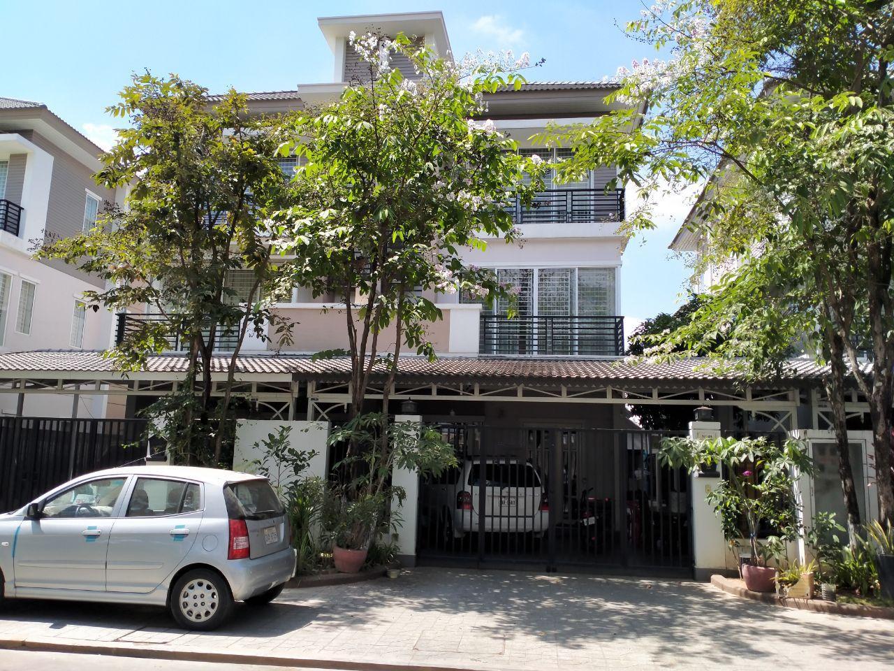 Twin Villa for Sale in Borey Peng Huoth Boeung Snor